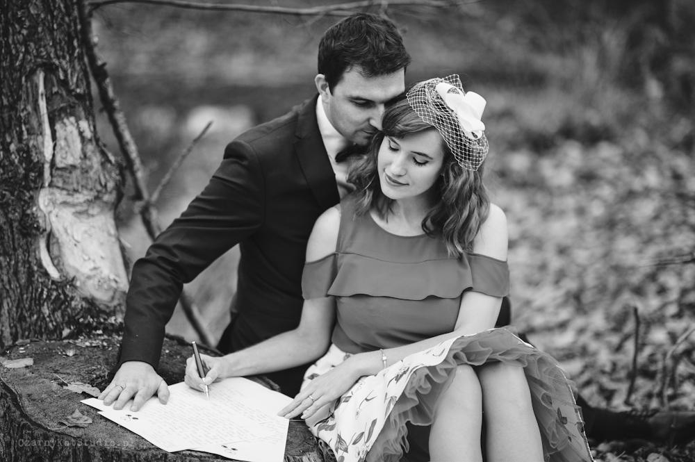 zakochana para młoda, zdjęcia ślubne, fotograf konin