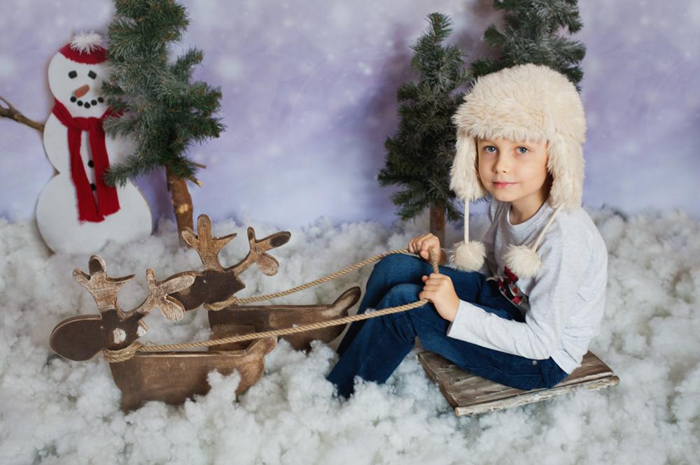 urocze dziecko na zaprzęgu reniferów