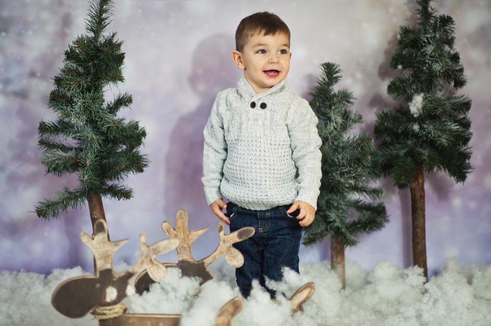 sesja dziecięca w śniegu i z reniferkami