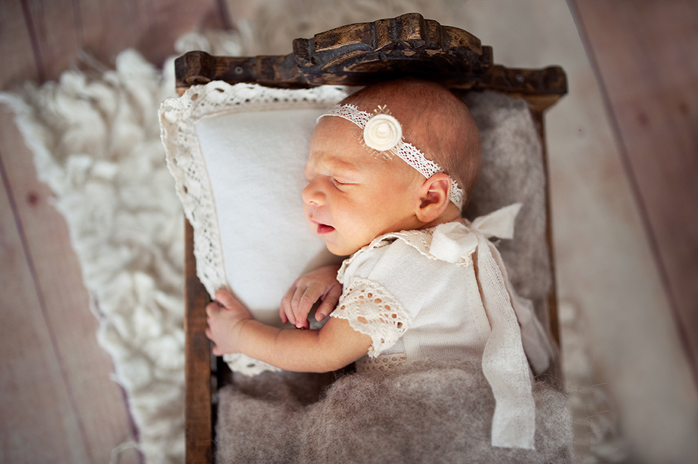 stylizowana sesja zdjęciowa noworodka