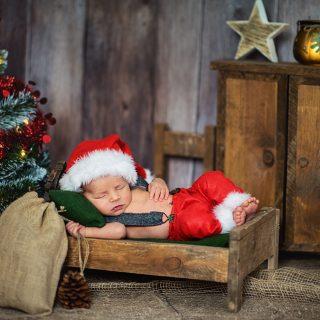 czarny kot studio, fotografia noworodkowa konin, słodkie zdjęcia niemowlęce, studio fotograficzne