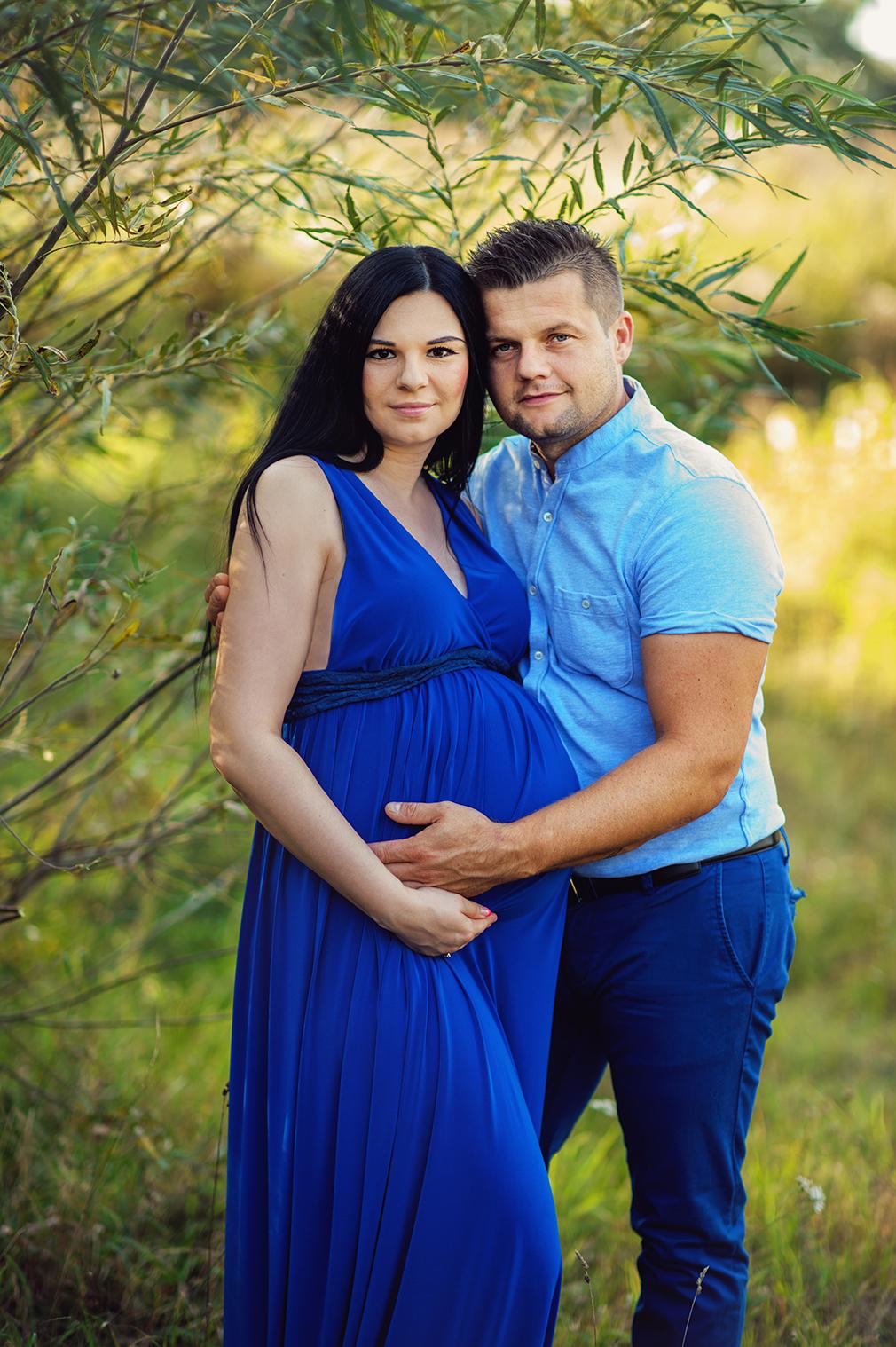 przyszli rodzice, mąż na sesji ciążowej, sesja ciążowa z mężem