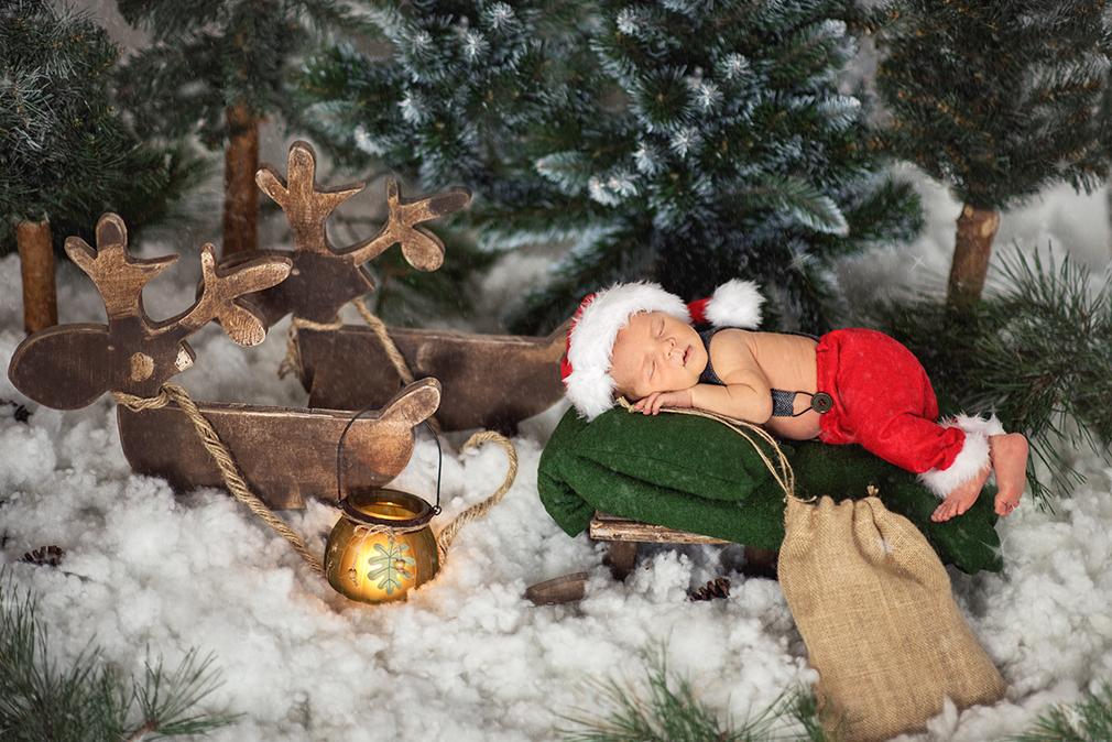 czarny kot studio, sesja noworodkowa świąteczna, zimowa fotografia dziecięca, świąteczna sesja noworodkowa