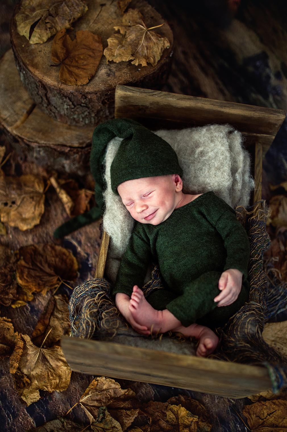 wyjątkowa sesja noworodkowa w leśnej scenografii