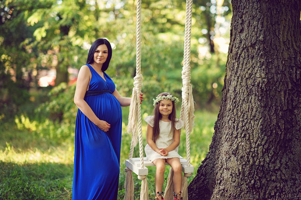 plenerowa sesja ciążowa z rodziną, sesja ciążowa z córką, jaka mama taka córka
