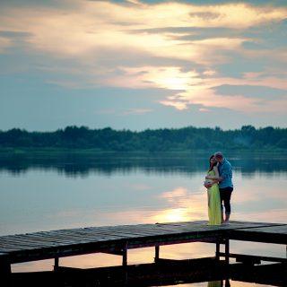 fotografia ciążowa, zachód słońca, plener ciążowy