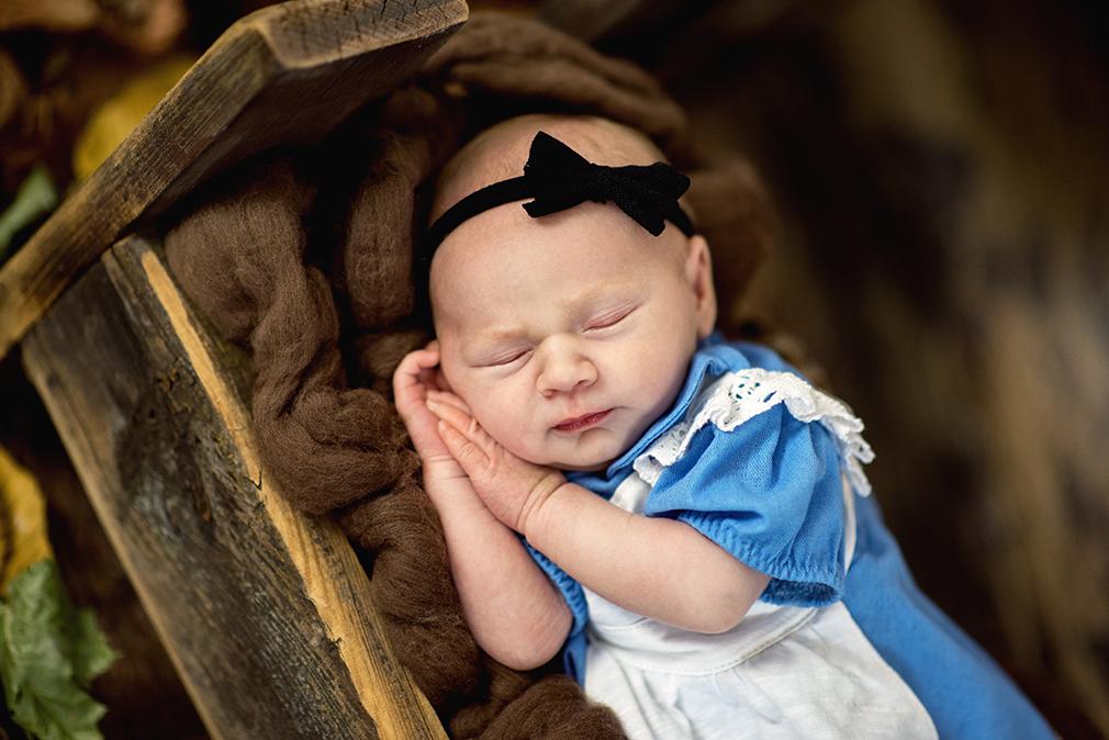 noworodek na sesji, fotografia noworodkowa