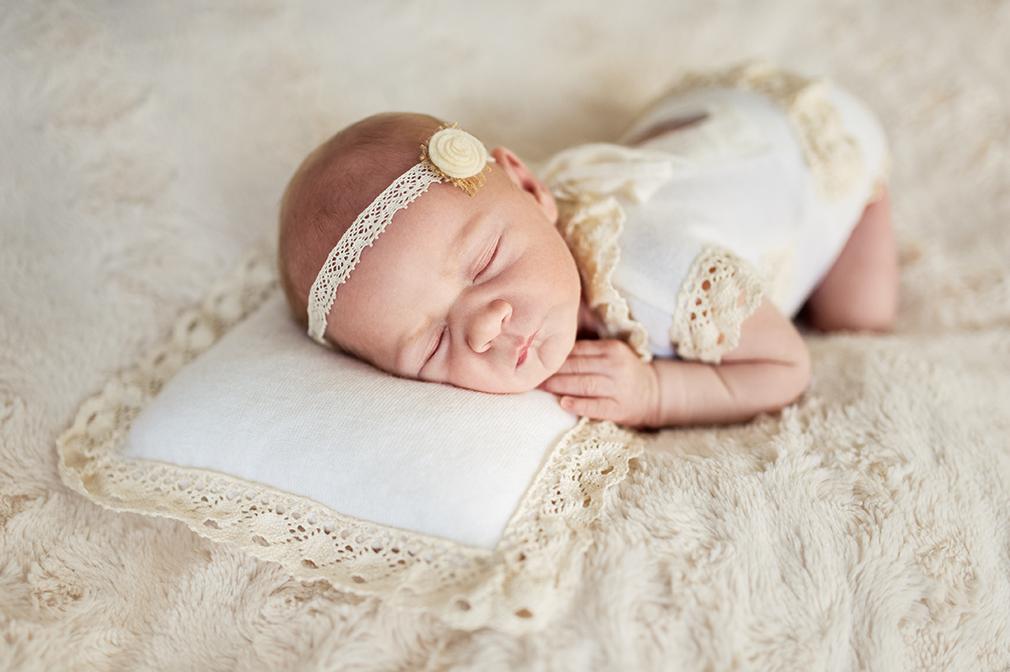 fotografia noworodkowa w studiu