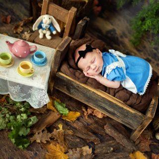 pomysł na sesję noworodkową, kiedy z noworodkiem na sesję, noworodek na sesji, fotograf noworodkowy konin