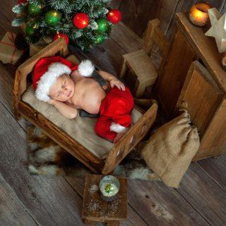 świąteczna sesja noworodkowa, prezent świąteczny dla noworodka, fotograf noworodkowy konin