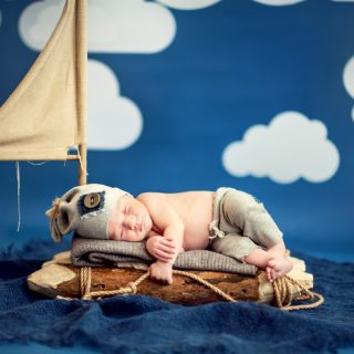 kreatywna sesja noworodkowa, fotograf noworodkowy, rekwizyty do sesji