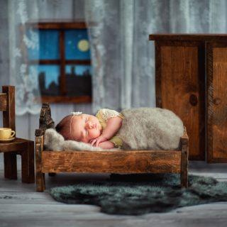 fotograf noworodkowy w koninie, sesja noworodkowa, czarny kot studio