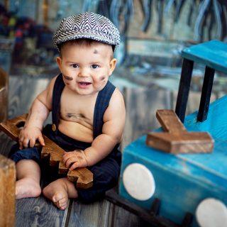 mały mechanik, sesja dziecięca, pomysł na sesję, fotograf konin