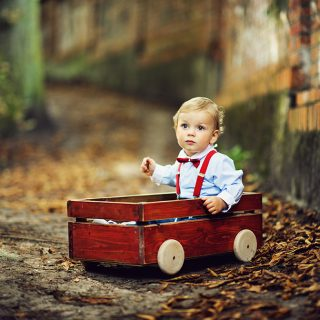 zdjęcia dzieci w plenerze, sesja niemowlęca konin, czarny kot studio
