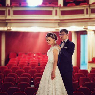 sesja plenerowa w teatrze, artystyczny plener ślubny w poznaniu