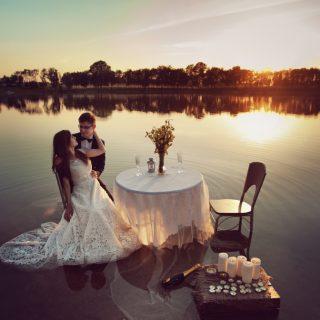 plener ślubny nad wodą, zachód słońca, fotograf ślubny konin