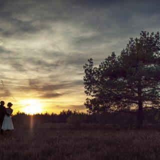 sesja ślubna o zachodzie słońca, plener ślubny we wrzosach, fotograf ślubny konin