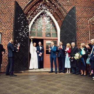 kościół w kole, para ślubna, fotograf na ślubie, zdjęcia