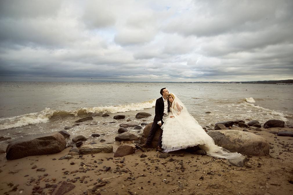 czarny kot studio, plener ślubny w gdyni nad morzem