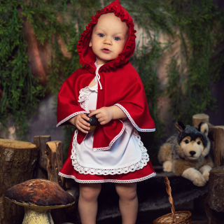 czerwony kapturek, stylizowana sesja dziecięca, fotograf dziecięcy konin