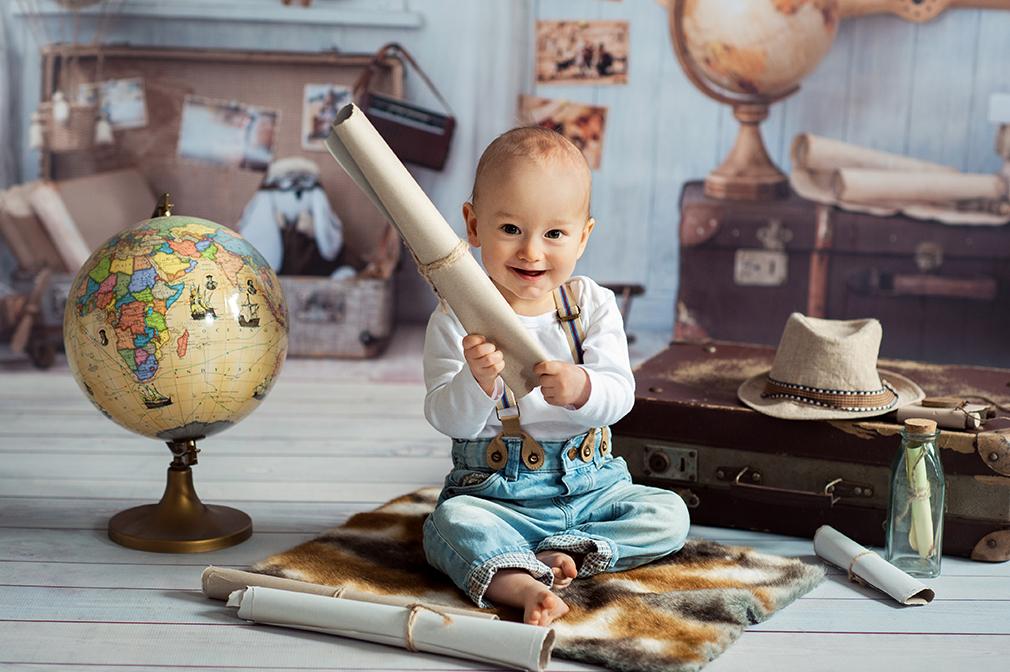 fotograf dziecięcy konin, kreatywna sesja niemowlęca, mały podróżnik