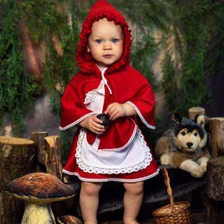 czerwony kapturek, sesja dziecięca w koninie, fotografia dziecięca konin