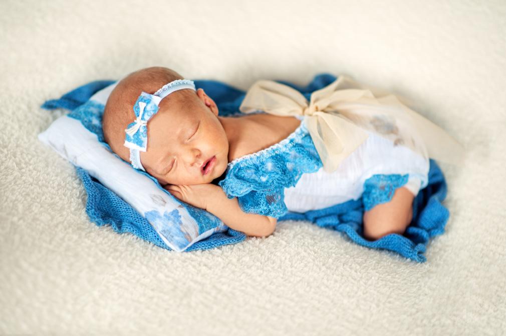 noworodek na sesji, fotograf konin, studio fotograficzne konin