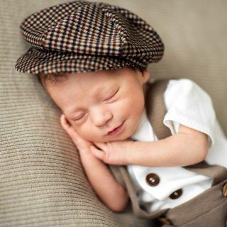 chłopiec noworodek na sesji